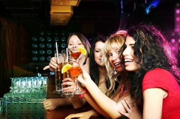 00000124da68e5484ee89511007f000000000001.girls-at-bar-main_Full